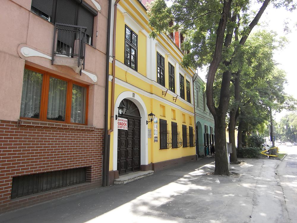 MEA Alapfokú Művészeti Iskola (a sárga épület)